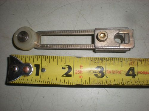 "Limit switch lever arm with 3/4"" dia. roller and hub for 5/16"" shaft - no bolt"