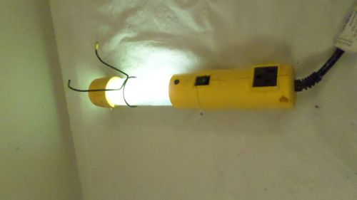 "Commercial Electric 12 1/2"" Hanging Electric Work Light � Picture 1"