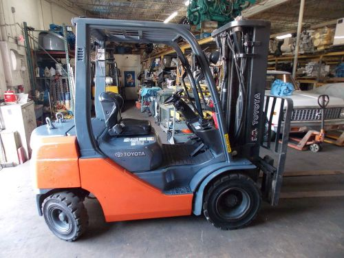 2010 Toyota 8FDU25 5,000 lbs/ Fork Industrial Forklift Lift Truck � Picture 1