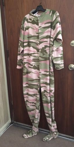 Jumpin jummerz  footed pajamas ladies size m.
