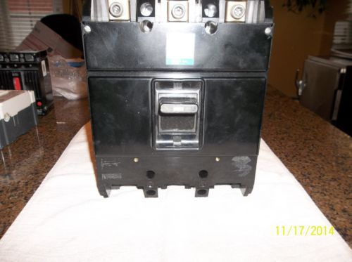 Westinghouse  3 pole 200 amp 600 volt circuit breaker � Picture 2
