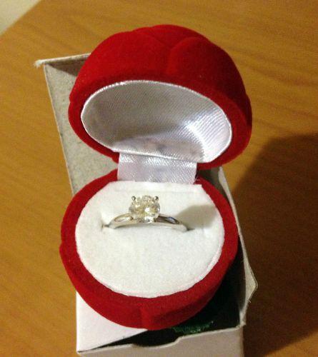 Подарок кольцо в коробке