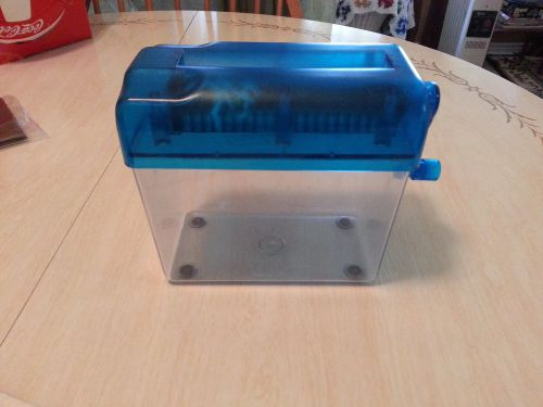 Mini manual blue paper shredder for desk or table top, home or office