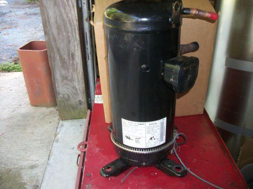 Heatcraft condensing unit 4 5 HP M# CZT045M6C refrigeration
