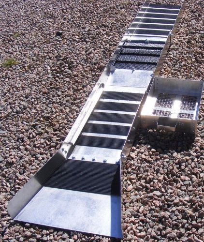 12 inch - fold up sluice box with rail track system classifier & flare ( nice )