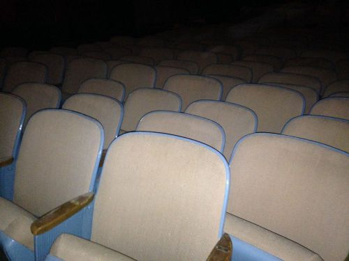 450-500 theater chairs - event chairs - church chairs - wholesale lot