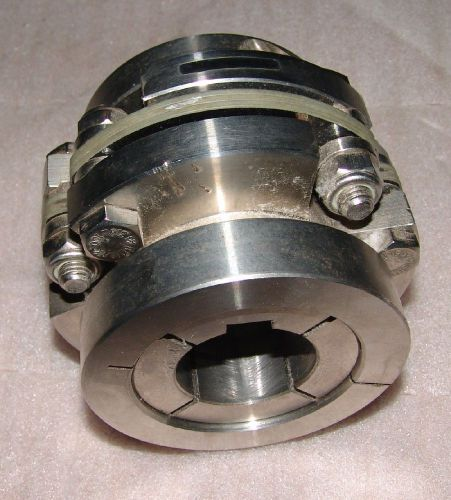Zero-max stainless shaft coupling