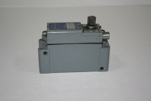 Square D 600v Limit Switch 9007 aw-16, US $89.99 – Picture 1